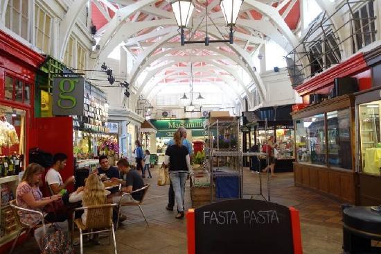 Oxford Covered Market : 有特色的大棚市场