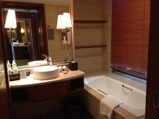 Howard Johnson Conference Resort Chengdu: 房间卫生间一瞥
