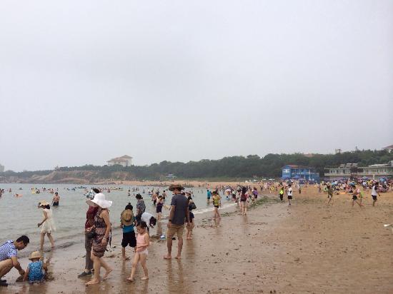 Qingdao Second Beach: 海水浴场人不算太多