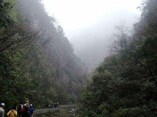 Shangnan County, Trung Quốc: 望向远处,雾蒙蒙的感觉