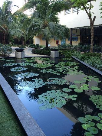 Holiday Inn Resort Phuket : 天井内池塘