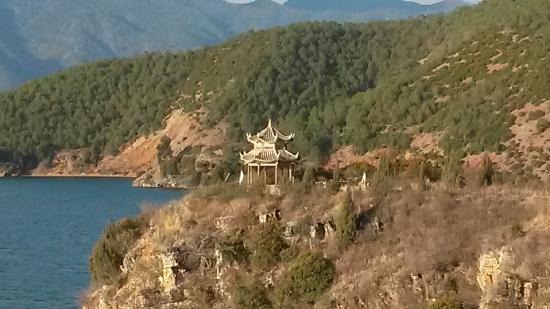 Gemu Mountain: 泸沽湖边的格姆山