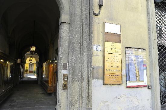 Tourist House Vittorio Ricci : 公寓大门