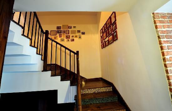 Tongtu Nongshe Guest House : 楼梯间