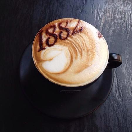 Caffe Vergnano 1882: 咖啡上的logo