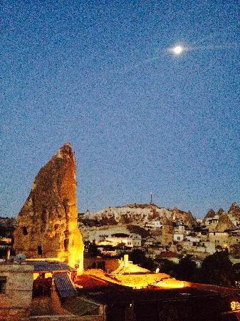 Oriental Cave Suites : 酒店露台的凌晨