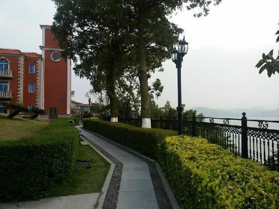 Marine Garden Hotel: 园景
