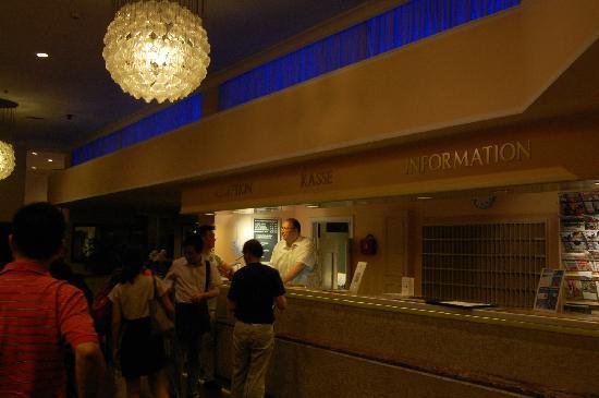 Best Western Leoso Hotel Leverkusen: 前台