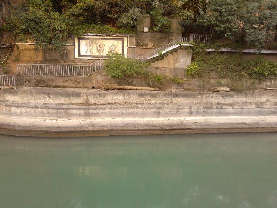 Baokouping Scenic Spot: 都江堰宝瓶口