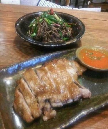 In & Out Lijiang Theme Restaurant (Sanlitun): 3