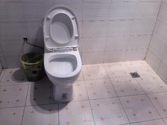 شانغري - لا زييوشينغ هوتل: 卫生间