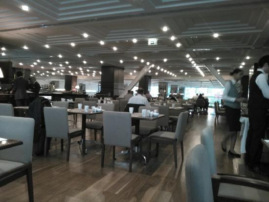 DoubleTree by Hilton Istanbul - Old Town: 酒店餐厅 早餐很丰盛 很有食欲!