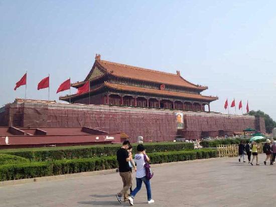 Gate of Heavenly Peace (Tian'an Men): 雄伟壮丽