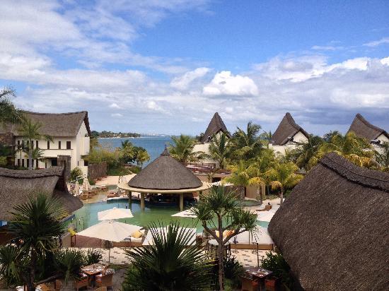 Angsana Balaclava Mauritius: 前厅处楼外的景色,楼下是餐厅。