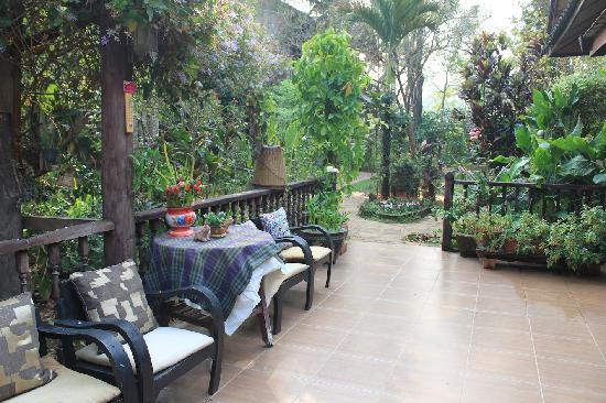 Baan Tawan Pai Boutique Guesthouse : 前台