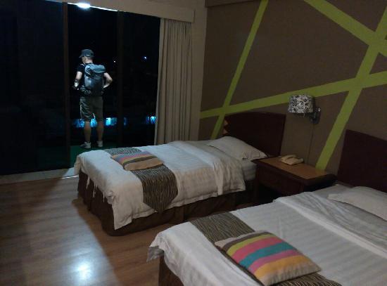 Casuarina Tanjung Aru Hotel: 带阳台的双人间