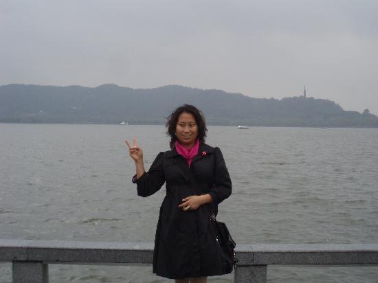 Yanggong Dike : 西湖杨公堤边