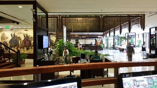 Movenpick Hotel Karachi: 酒店大堂