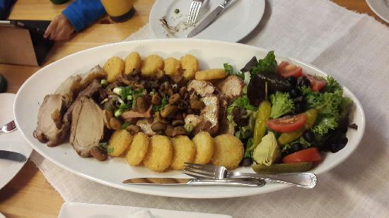 Alpenhotel Beslhof: 四人份大肉餐