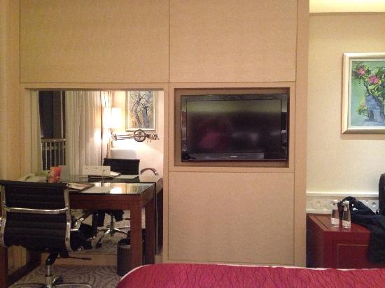 Mercure Chengdu North Hotel: 最开始在agoda预定的最便宜的大床房¥294,到前台时免费升级到行政楼层的大床房。
