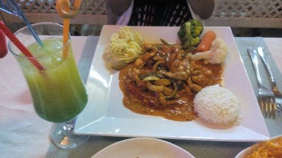 Barbella Restaurant: 鸡尾酒和墨西哥鸡肉饭