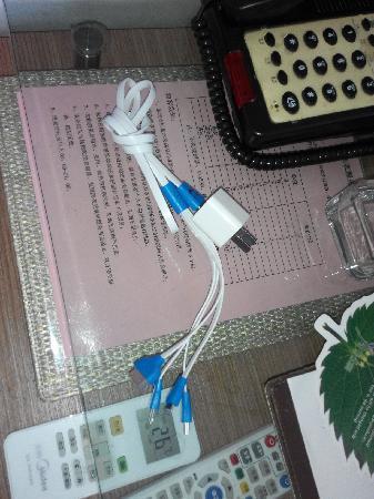Yangchun, Kina: 多用充电器,每个房间都准备的,基本包括现有主流手机的充电接头了。