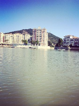 Jiulongshan Villa Shengmake Holiday Hotel : 周五晚上入住得,人不多,很安静~娱乐设施不多,不过本来就是想静静得爬爬山,看看海~还不错得~早餐还算丰盛~