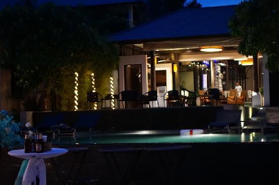 Sareeraya Villas & Suites: 酒店夜景