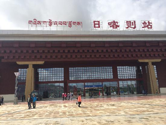 Train from Beijing to Lhasa : 西藏日喀则站