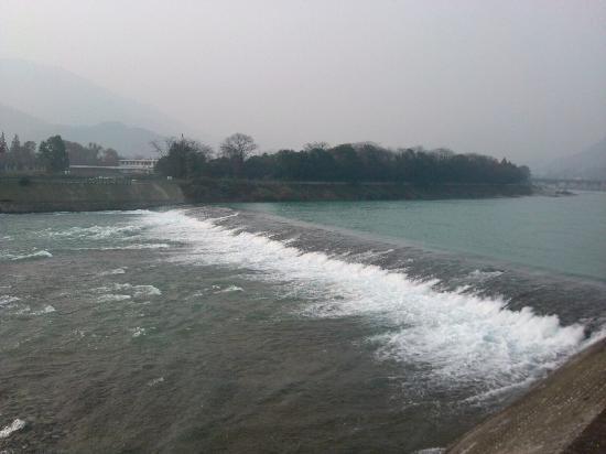 Feishayan Spillway: 飞沙堰的水