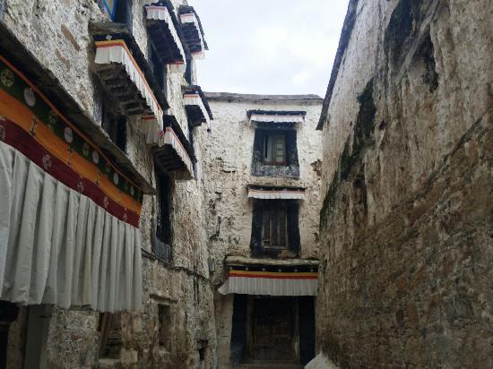 Maizhokunggar County, Κίνα: 深沉的寺院