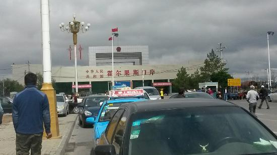 Huocheng County, Κίνα: 中巴人民来往的大门