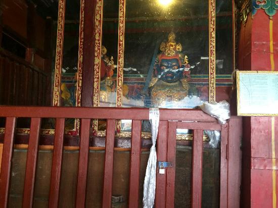 Nichi Temple: 寺里的佛像