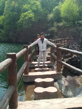 Jiyuan, China: 小沟背