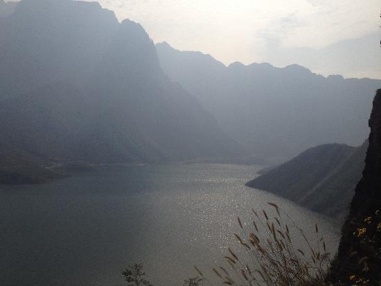 Jiyuan, China: 大河山水