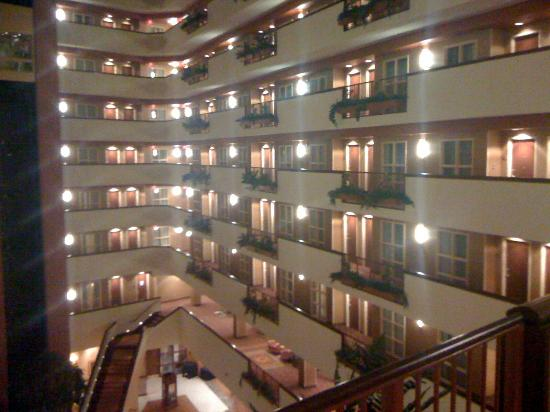 Embassy Suites by Hilton East Peoria - Hotel & RiverFront Conf Center: 酒店内部