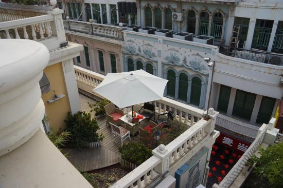 Mogo Cafe Hotel: 临街旅馆