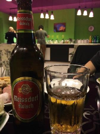Modern China Hotpot Buffet: 光顾着吃了,忘了拍汤底照片。只能分享啤酒照了。