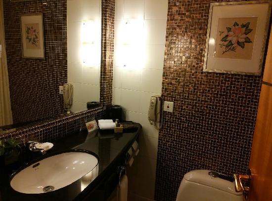 Holiday Inn Express Shanghai Wujiaochang: 卫生间