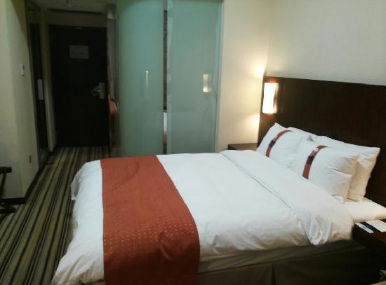 Holiday Inn Express Shenzhen Luohu: 客房