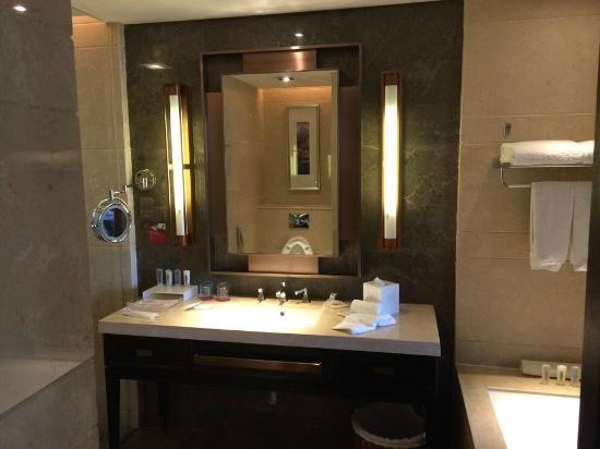 Crowne Plaza XUZHOU DALONG LAKE : 浴室