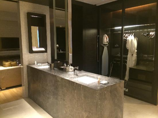 Grand Hyatt Guangzhou : 很绕的洗手台