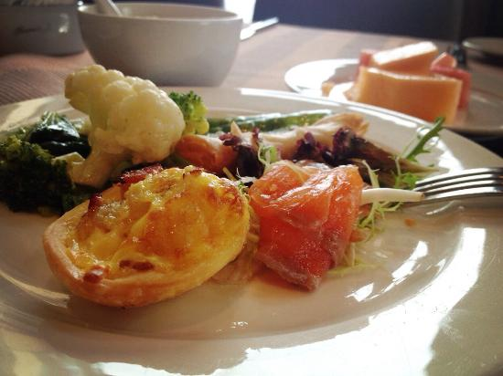 Howard Johnson Plaza Lingang Shanghai: 早餐