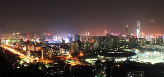 Bijiashan Park : 夜景略输莲花山,却是锻炼的好去处