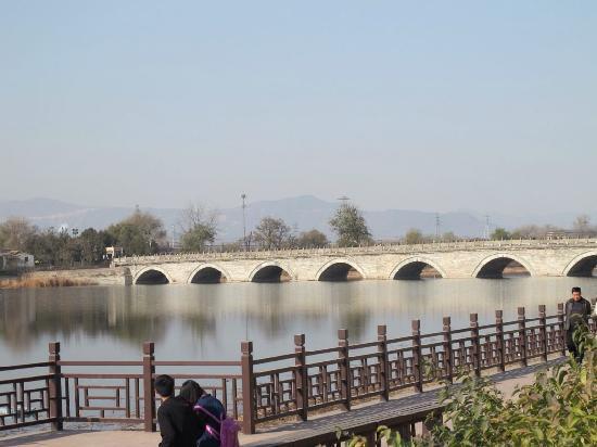 Lugou Qiao (Marco Polo Bridge) : 人不多