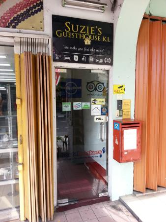 Suzie's Guesthouse and Hostel: 门面