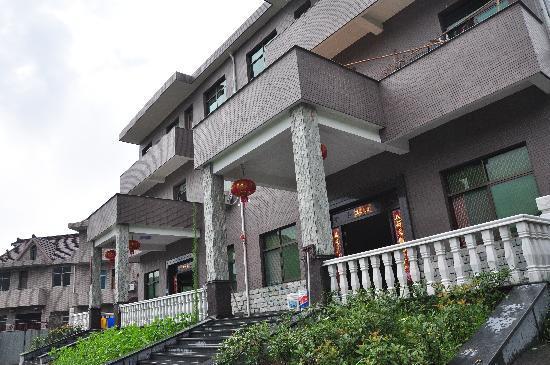 Tong Lu Longyinju Guest House