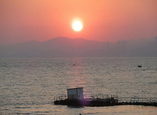 Fujiazhuang Beach: 海边的夕阳