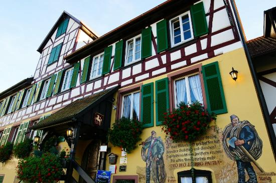 Hotel zum weyßen Rößle: 旅馆外观