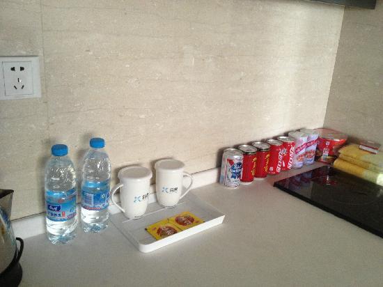 Checkool Service Apartment Hangzhou Xingguang: 矿泉水是赠饮,其他品种比较齐全